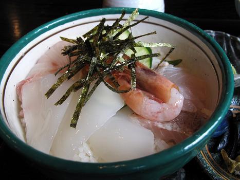 15 少し寂しい海鮮丼です.JPG