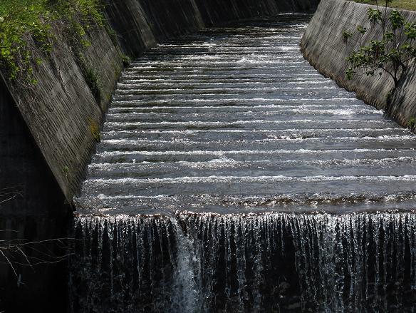 18 リズムを刻む川.JPG