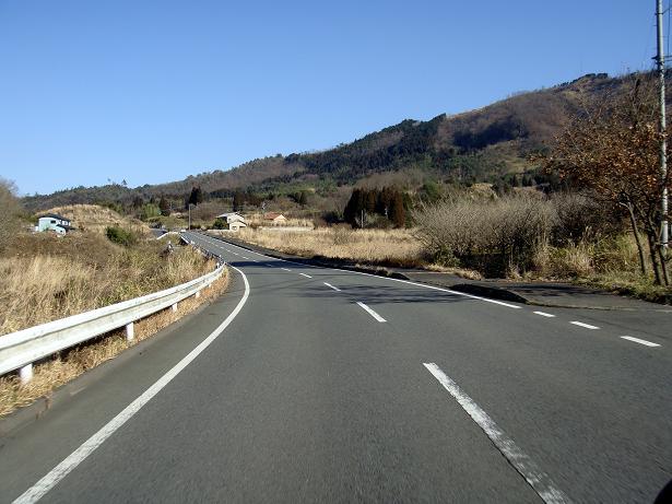 18 高原を抜ける国道です.JPG