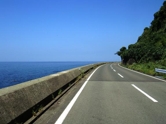 20 海は真っ青です.JPG