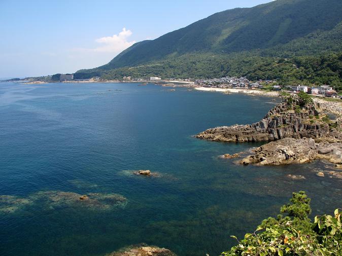 23 この岩場の海に越前ガニがいます.JPG