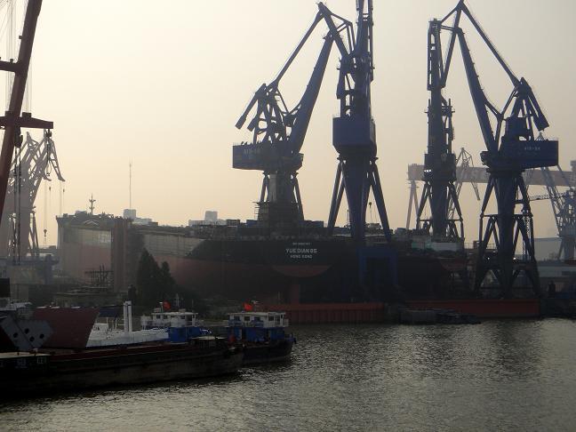 27 巨大タンカーを一度に何隻も造っています.JPG