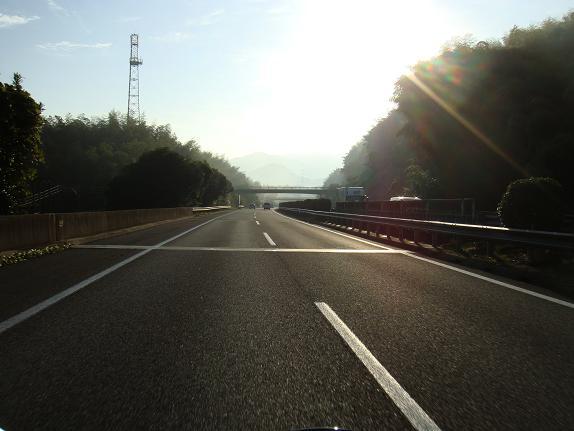 2 朝の高速.JPG