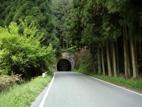 33 秋月から夜須へ抜けると現れるトンネル.JPG