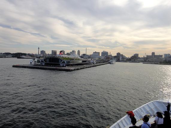 36 横浜大桟橋が見えてきました.JPG