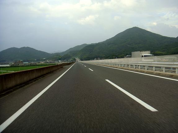 37 高速は雨規制が出てる.JPG