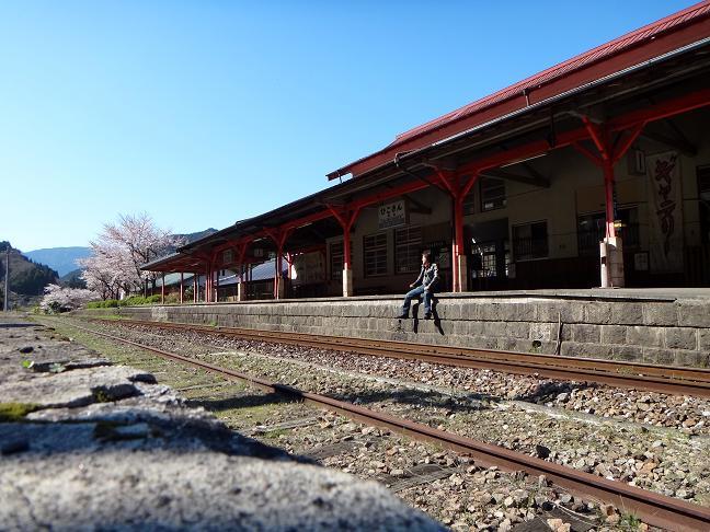 3 列車が来たら白線まで下がりましょう.JPG