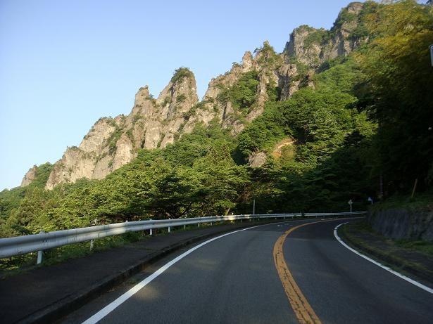 7 よくこんな岩場に道を作ったなぁ~.JPG