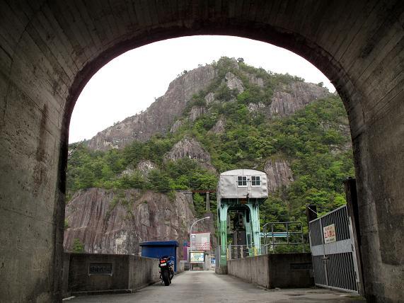 9日向神ダムの堰堤.JPG