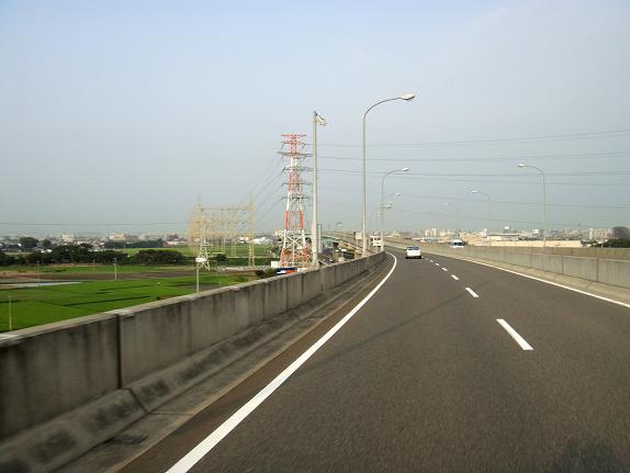 なんでこんな高い所に道路を作るのでしょう?.JPG