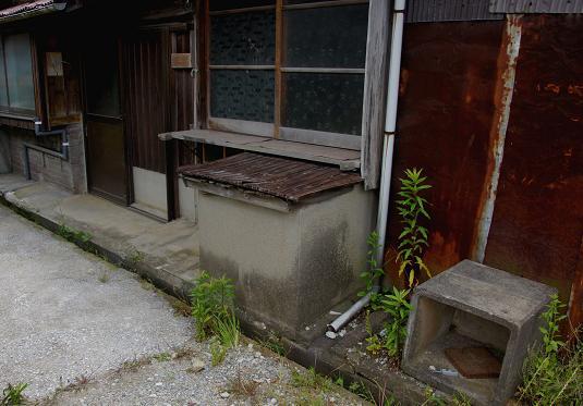 コンクリートのゴミ箱.JPG