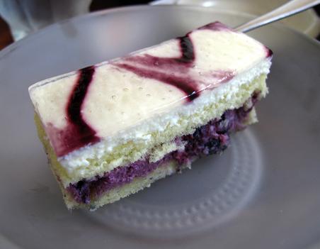 サービス品のケーキだよ.JPG
