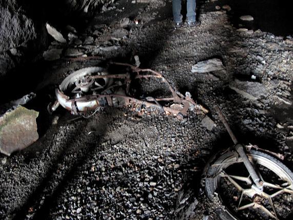 バイクの化石を発見しました.JPG