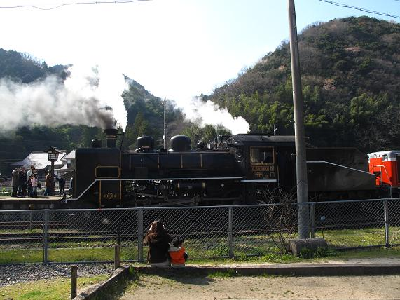 小さな子供は電車とSL、どっちが好きなんだろう?.JPG