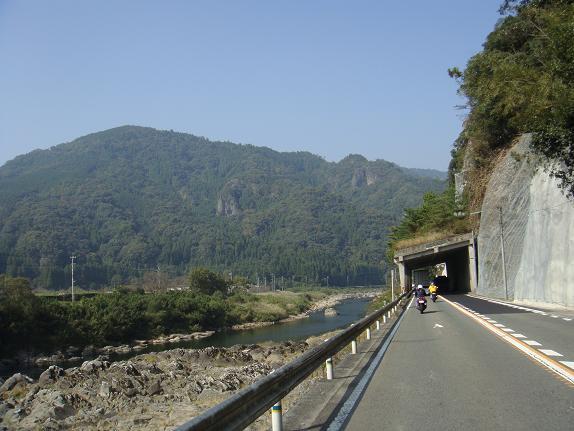 山国川沿いです.JPG