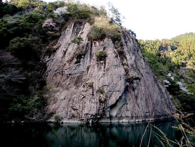 巨大な一枚岩.JPG