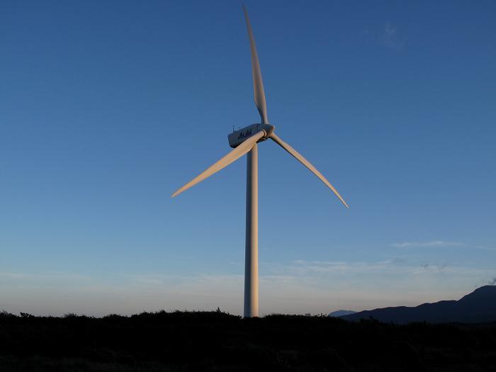朝日を浴びて回るAsahiの風車.JPG