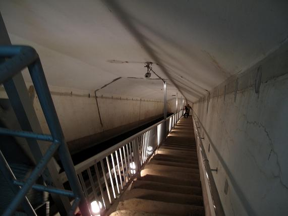 誰かは階段で登っています.JPG