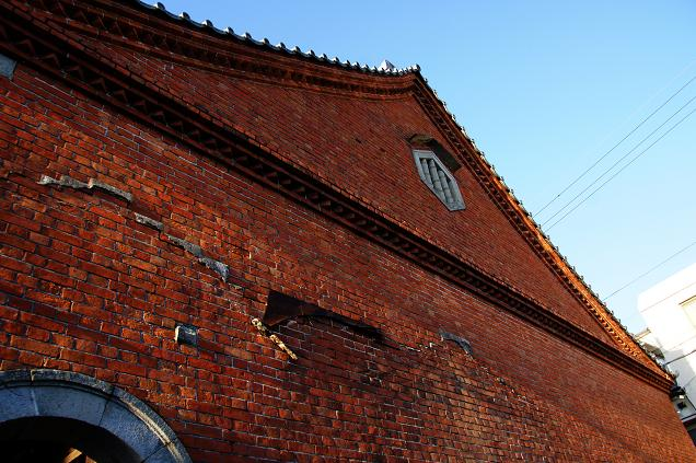 赤煉瓦のお寺って珍しい.JPG