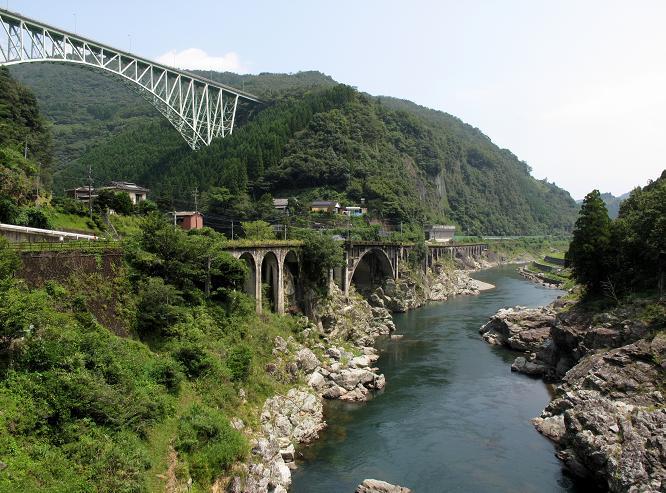 高千穂鉄道で一番綺麗な連続アーチ.JPG