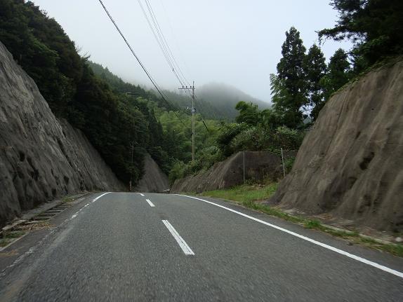 3夜須高原は雲がかかってます.JPG